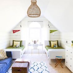 When you see a photo and it makes you ALL kinds of happy - that would be this!  What an awesome room put together by @bethbarden of designPOST interiors!! Check out her account to see more photos! ❤️⚓️ #bloggerstylinhometours TAG A FRIEND!