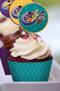 Ramadan cupcake toppers and wraps. Iftar Party, Eid Party, Ramadan Crafts, Ramadan Decorations, Eid Hampers, Ramzan Eid, Eid Food, Cupcake Wrappers, Eid Mubarak