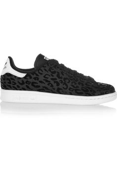 65e3105699f0d1 Net-a-Porter - Stan Smith flocked leather sneakers Modell