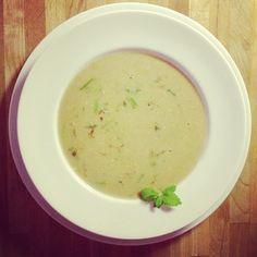Spargel-Creme-Suppe mit Safran.