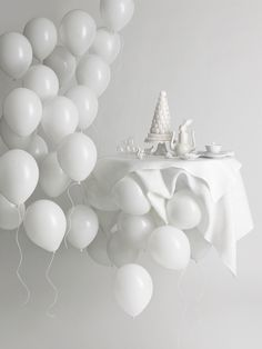 Beautiful white party idea. Can you imagine this with kids? Kids and pizza? Or paint? Or stickers?