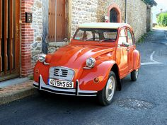 Citroën 2CV 6 special (France) by Cletus Awreetus