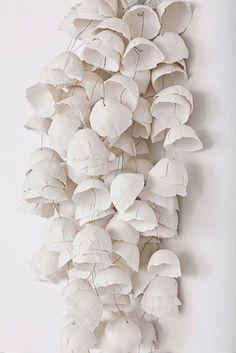 Valeria Nascimento wire and paper sculpture Form Design, Ceramic Pottery, Ceramic Art, Paper Art, Paper Crafts, Diy Paper, Paper Lamps, Sculptures Céramiques, Paperclay