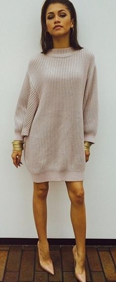 M s long sleeved dresses zendaya Zendaya Coleman, Fashion Killa, Fashion Beauty, Zendaya Style, Street Style, Passion For Fashion, Dress To Impress, Mantel, Celebrity Style