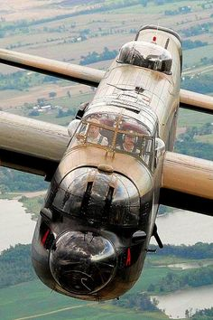 The Avro Lancaster was the best and the most famous four-engine bomber British World War II. Born in 1941 as the twin-engine bomber estate failed Avro Manchester. Ww2 Aircraft, Fighter Aircraft, Military Aircraft, Fighter Jets, Image Avion, Lancaster Bomber, Lancaster Plane, Ww2 Planes, Battle Of Britain