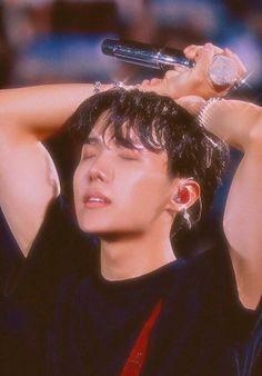 Find images and videos about bts, k-pop and jhope on We Heart It - the app to get lost in what you love. Gwangju, Bts Boys, Bts Bangtan Boy, Jhope Bts, Jung Hoseok, J Hope Selca, Bts J Hope, Rapper, Foto Bts