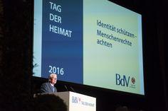 Bundespräsident Joachim Gauck hält eine Ansprache anlässlich des Tags der Heimat des Bundes der Vertriebenen im Humboldtsaal der Urania in Berlin