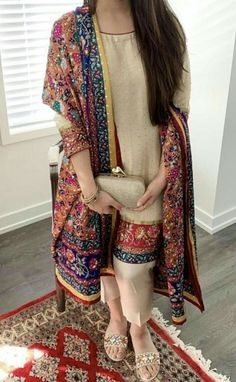 first date outfit Shadi Dresses, Pakistani Formal Dresses, Pakistani Dress Design, Pakistani Outfits, Nikkah Dress, Indian Outfits, Stylish Dresses For Girls, Stylish Dress Designs, Designs For Dresses