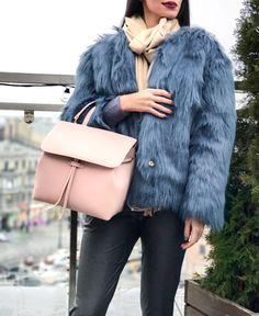 ✨MUST-HAVE: ОБЪЁМНАЯ СУМКА ✨Объёмные сумки на плечо по-прежнему на пике популярности ! Модель от американского бренда Hieleven абсолютный must-have каждой модницы . Сумка выполнена из 100% кожи. В комплекте идёт небольшой кошелёк в тон .Представлена эксклюзивно в # OPENING в единственном экземпляре .