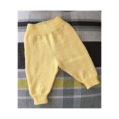 These little pants are made with the softest of yarn for your baby& comfort. They are worked from the waist down with short rows for the fullness of the back. A simple ribbed waistband and cuffs complete the sweet look! Knit Baby Pants, Baby Pants Pattern, Baby Boy Knitting Patterns, Baby Leggings, Knitting For Kids, Leggings Are Not Pants, Knit Patterns, Crochet Baby, Knit Crochet