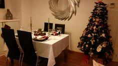 Mesa y árbol de navidad