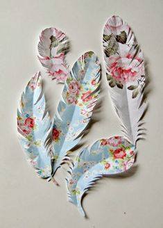 DIY paper feathers for presents, wall decor, scrapbooking, cards, etc I think these are super cool. Just wish the tutorial was in English so I could understand how to make them. Origami, Craft Projects, Projects To Try, Craft Ideas, Paper Feathers, Painted Feathers, Diy And Crafts, Arts And Crafts, Diy Paper Crafts