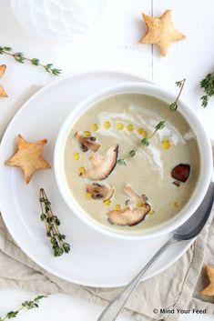 Bospaddenstoelensoep met truffelolie - Mind Your Feed Veggie Appetizers, Christmas Feeling, Cheeseburger Chowder, Love Food, Curry, Veggies, Yummy Food, Dinner, Eat