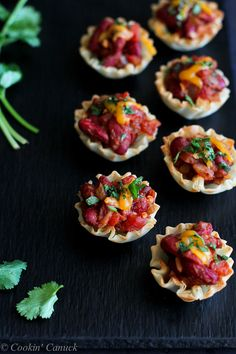 Mini Chili Filled Phyllo Cups...Healthy appetizers for game day! 53 calories and 1 Weight Watchers PP   cookincanuck.com #recipe
