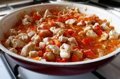 Penne la cuptor cu piept de pui și mozzarella - The secret ingredient is one heaping teaspoon of love Penne, Kung Pao Chicken, Mozzarella, Ethnic Recipes, Food, Essen, Meals, Yemek, Pens