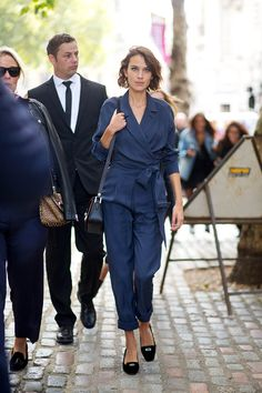 Alexa Chung in London Fashion Week 2016 London Fashion Week 2015, Alexa Chung Style, Style Snaps, Celebrity Look, Street Style Looks, Simple Outfits, Look Cool, Style Inspiration, My Style