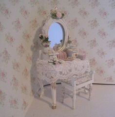 dollhouse dressing table, shabby chic white ,with gold trims , twelfth scale miniature op Etsy, 19,81€