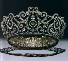 """Diadema di diamanti della Regina Mary del Regno Unito, chiamato la """"Delhi Durbar Tiara"""" (Garrard, 1911)"""