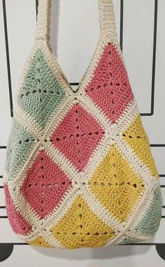 Awesome Granny Square Crochet Bag Pattern Ideas – Page 21 of 56 – lasdiest.c… Awesome Granny Square Crochet Bag Pattern Ideas – Page. Crochet Bag Tutorials, Crochet Diy, Crochet Tote, Crochet Handbags, Crochet Purses, Crochet Crafts, Crochet Projects, Sewing Tutorials, Tutorial Crochet