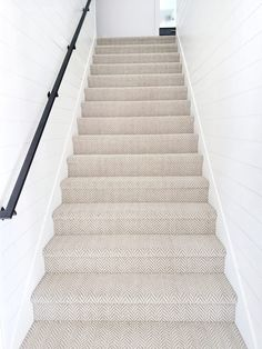 I found the perfect solution to brighten up these walls and add dimension. Staircase Remodel, Staircase Makeover, Stairway Carpet, Stairs With Carpet, Flur Design, Basement Inspiration, Hallway Designs, Stair Railing, Railings