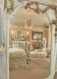 Here are the best and easy DIY Shabby Chic Bedroom Decor ideas. Shabby chic decor brings in a classic countryside vintage vibe to your Master bedroom decor. Romantic Shabby Chic, Cottage Shabby Chic, Cocina Shabby Chic, Shabby Chic Mode, Style Shabby Chic, Romantic Home Decor, Shabby Chic Kitchen, Romantic Cottage, Cottage Style