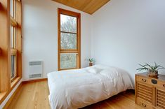 Eagle Point Cabin by Prentiss Architects. Photograph by Rob Skelton/Anacortes Estates Media Small Tiny House, Small House Design, Small House Plans, Tiny Houses, Small Homes, Eagle Point, Living Roofs, Tiny House Movement, Waterfront Homes