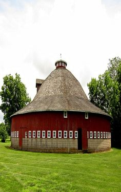Round, Red, Lots Of Windows Barn. by lynn Farm Barn, Old Farm, Country Barns, Country Life, Country Living, Country Roads, Leaving New York, Barn Pictures, Barns Sheds