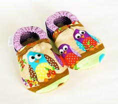 They stay on and are cuddly soft inside. Must have. For newborn/baby/toddler.