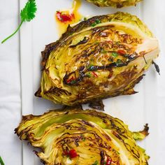 Low calorie recipes 185984659596211669 - With minimal prep time and simple instructions, these spicy roasted cabbage wedges come together in a matter of minutes! Healthy Side Dishes, Veggie Dishes, Vegetable Recipes, Vegan Recipes, Cooking Recipes, Vegan Foods, Vegan Meals, Fall Recipes, Diet Recipes