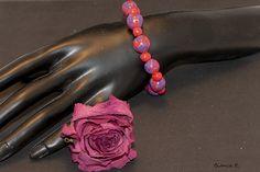 Armband in knalligen Farben.     Bestehend aus folgender *Farb- und Materialkombination*:  - handgefertigte Perlen aus Polymer  Clay (rot, blau, marmo