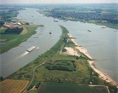 Luchtfoto rivieren splitsing bij Pannerden Waal en Rijn