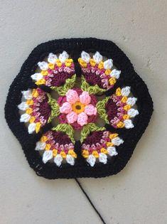 Hermoso hexágono en crochet adoro el contraste de colores