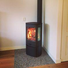 Contura 850 woodstove in Zaanstad Wood Burner, Home Living Room, Stove, New Homes, Home Appliances, Weekender, Basement, Corner, Black