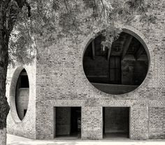 Brunner Sanina - Louis Kahn - Indian Institute of Management - Ahmedabad, India - 1970 - photo by Cemal Emden Louis Kahn, Monumental Architecture, Brick Architecture, School Architecture, Indian Architecture, Interior Architecture, Exeter, Ahmedabad, Luigi Snozzi