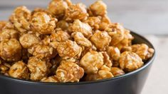 Delicious buttery popcorn and salt with a sweet coating of vanilla, caramel and brown sugar. Caramel Corn Recipes, Popcorn Recipes, Top Recipes, Dog Food Recipes, Butter Popcorn, Cracker Jacks, Spicy, Tasty, Cooking