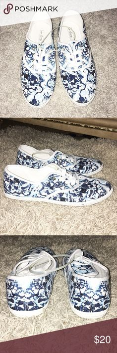 🆕 White & Blue Floral Shoes Size 9. White / shades of blue; floral print. Lace tie front. Fabric made material. Like new. Easy Shoes