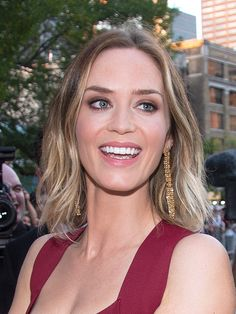 Emily Blunt's perfect short-hair style