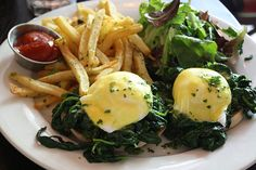 Eggs Florentine from Ten Degrees Bistro, with spinach piled high atop runny eggs and an English muffin. {www.BitchesWhoBrunch.com}