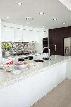 Mit Silestone Arbeitsplatten eröffnet sich eine große Vielfalt an Gestaltungsmöglichkeiten. http://www.arbeitsplatten-naturstein.de/Luna-silestone-stilvolle-Luna
