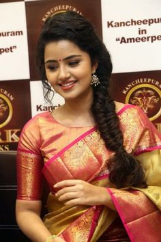 Sathamanam Bhavathi Actress Anupama Parameswaran Cute Stills at VRK Silks Shop Launch, Anupama Parameswaran In Saree Latest Pictures Picture 1485949 Silk Saree Blouse Designs, Fancy Blouse Designs, Saree Blouse Patterns, Blouse Neck Designs, Silk Sarees, Indian Sarees, Sari Bluse, Engagement Saree, Saree Hairstyles