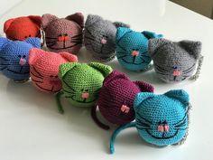 Брелок-игрушка, ручная работа, эксклюзивный брелок, яркий брелок, вязаный кот, брелок крючком, антистресс. Crochet amigurumi