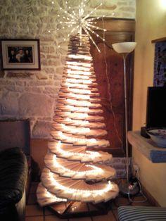 Avez-vous déjà fait votre sapin de Noël ? Aujourd'hui, j'ai une belle idée à vous proposer qui m'a été envoyée par François Guérin un lecteur du blog. Il s'agit d'un sapin fabriqué avec des planches de palettes. Ayant lu mon billet sur les sapins de Noël à fabriquer soi-même, 10 idées originales et écologiques, François … Lire la Suite »