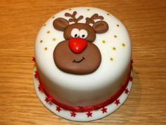 Christmas Cake Decoration Ideas Christmas cake decorating ideas and designs: Christmas cake is a type of fruit cake served during Christmas time in many countries. Here are some Christmas decoration Christmas Cake Designs, Christmas Cake Decorations, Christmas Cupcakes, Holiday Cakes, Christmas Desserts, Christmas Treats, Christmas Baking, Christmas Time, Christmas Cards