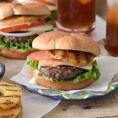 Hamburguesas Tropicales – El balance ideal de sabores tropicales con un poco de picor de una salsa chipotle. ¡Un favorito de verano!