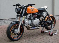 "Honda Monkey ""Dukes of Hazzard"" by T-Factorbikes  DOHC Honda 50 - pretty trick!"