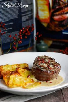 """Beef Fillet with Pepper Whiskey Sauce + Book Presentation Donna Hay """"The New Classics""""- Rinderfilet mit Pfeffer-Whisky-Sauce + Buchvorstellung Donna Hay """"Die neuen Klassiker"""" Beef fillet with pepper and whiskey sauce and … - Sauce Recipes, Meat Recipes, Slow Cooker Recipes, Cooking Recipes, Potato Recipes, Dinner Recipes, Sauce Au Poivre, Whiskey Sauce, Beef Fillet"""
