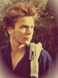 Appreciate this man River Phoenix, River I, Beautiful Boys, Pretty Boys, My Own Private Idaho, Young Johnny Depp, Hollywood, Interesting Faces, Keanu Reeves