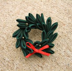 Sadie's Kanzashi Blog: Christmas Kanzashi (with a little tutorial)