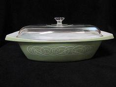 Vintage RARE PYREX SAGE GREEN WHITE SCROLL 2 1/2 QT Oblong Casserole Dish 035
