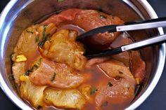 Ak chcete pripraviť naozaj chutné a mäkké mäsko, máme pre vás overené triky z retete-usoare, ktoré vám s tým pomôžu. Uvidíte, že mäso nikdy nechutilo lepšie a doslova sa rozpadá na jazyku.Existuje množstvo užitočných produktov, … Gourmet Cooking, Cooking Recipes, Healthy Recipes, Chicken Marinades, Chicken Recipes, Chicken Adobo, Bbq Marinade, Food And Drink, Stuffed Peppers